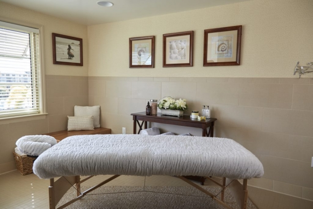 Seniors enjoy spa treatments in this room designed to inspire relaxation and rejuvenation.